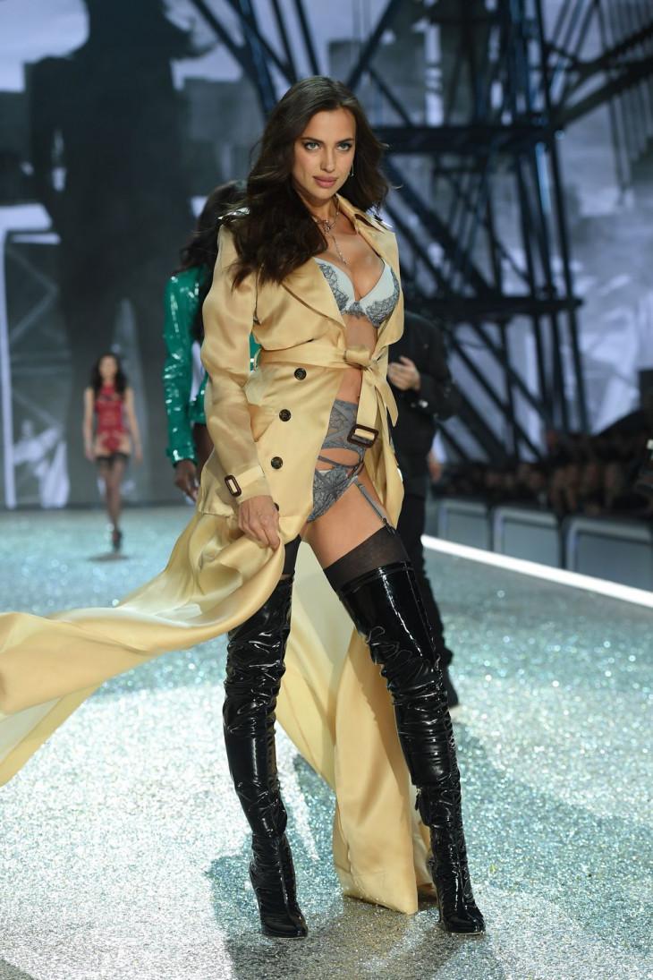 Ирина Шейк на показе Victoria's Secret
