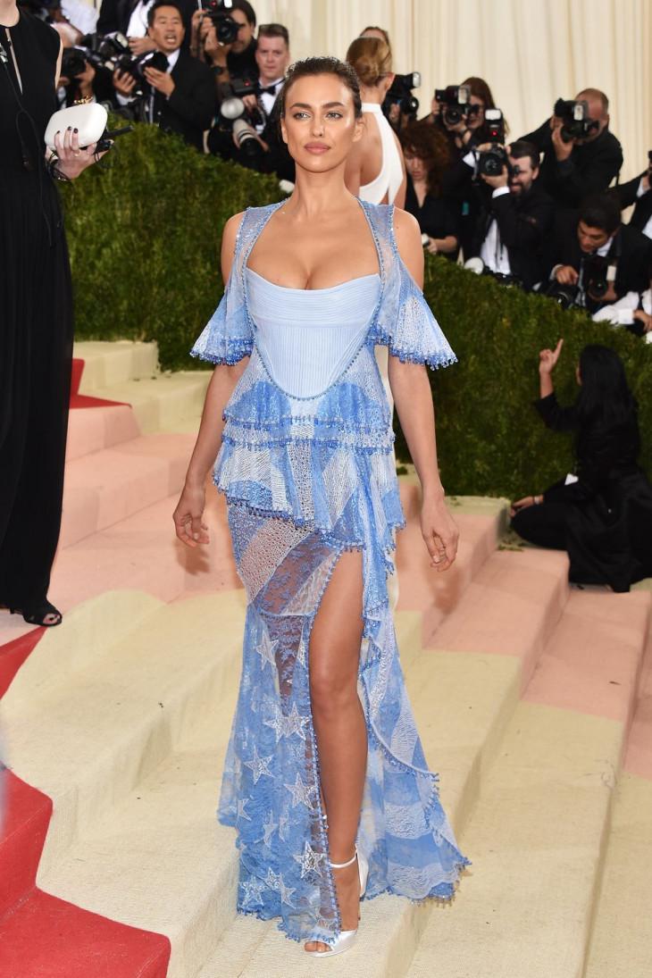 Ирина Шейк в платье Givenchy