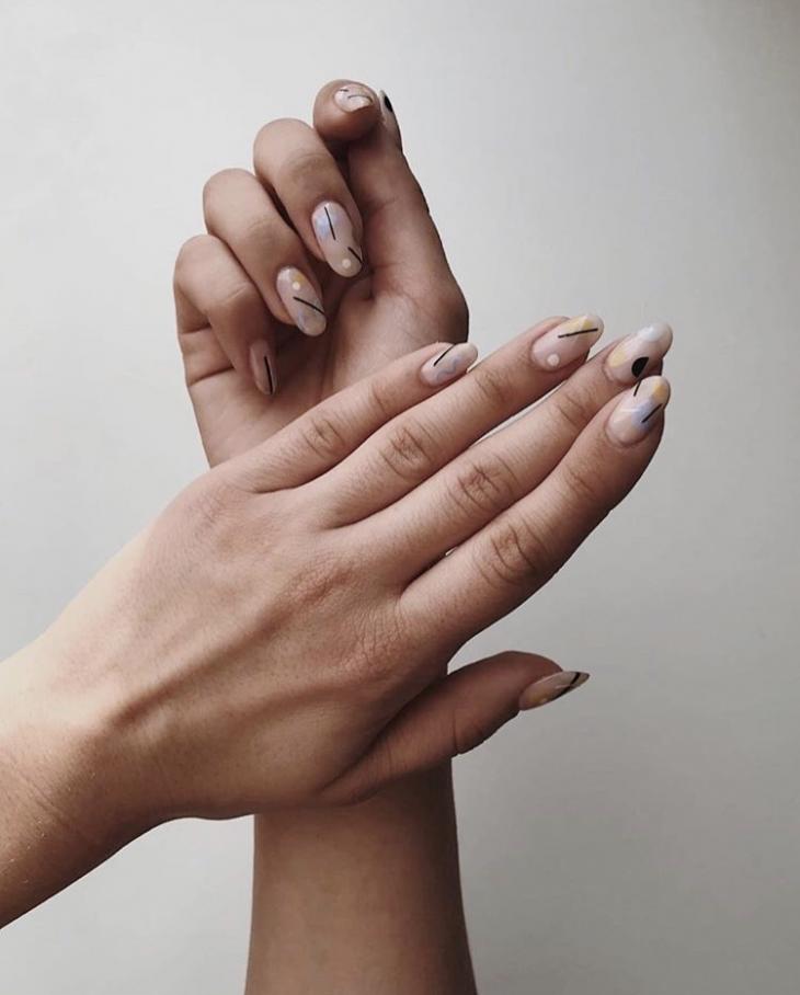 Крутой маникюр на 8 марта: небанальные идеи весеннего дизайна ногтей