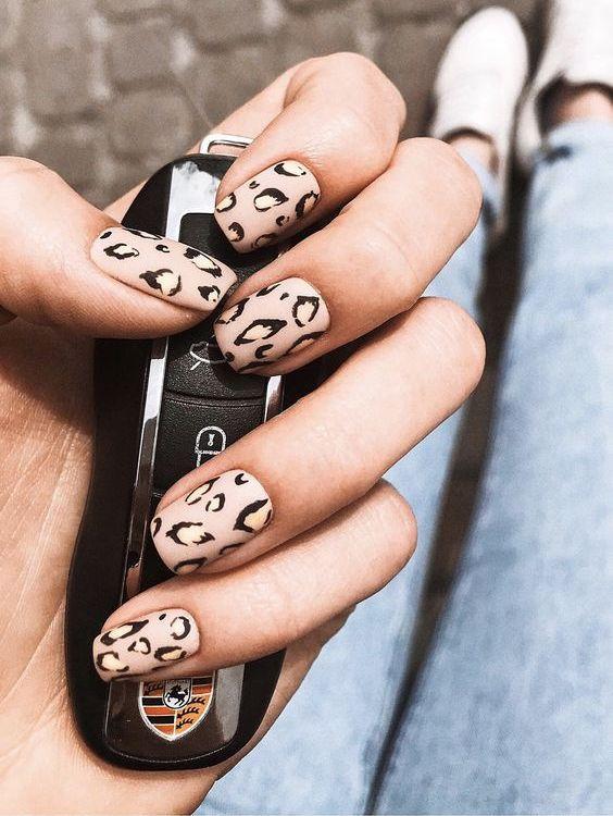 Леопардовый маникюр матовый