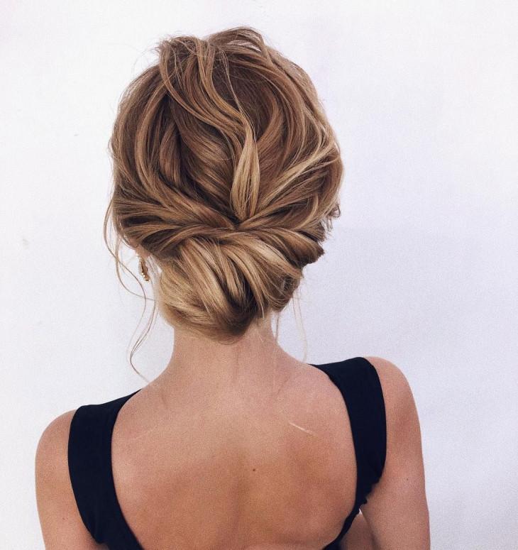 Прическа пучок на короткие волосы