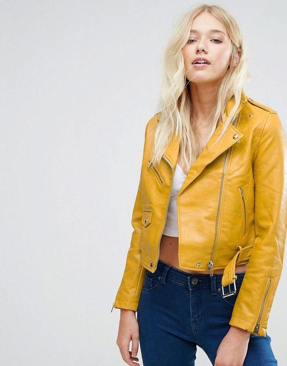 Желтая женская кожаная куртка