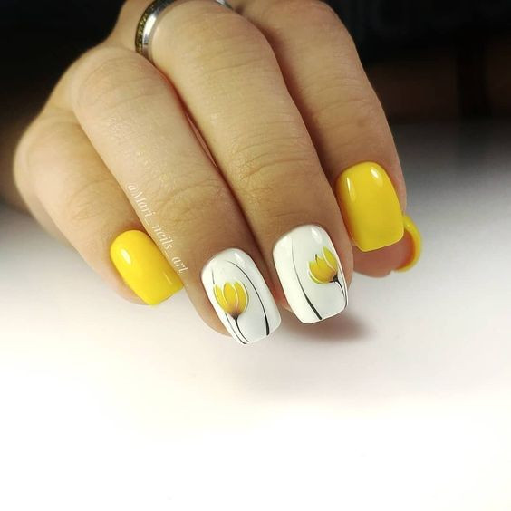 Желтый маникюр на лето
