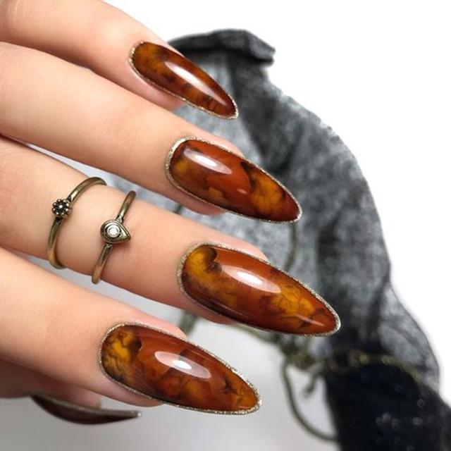 Янтарный дизайн ногтей