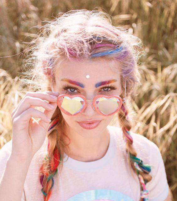 Модные солнцезащитные очки в форме сердечек