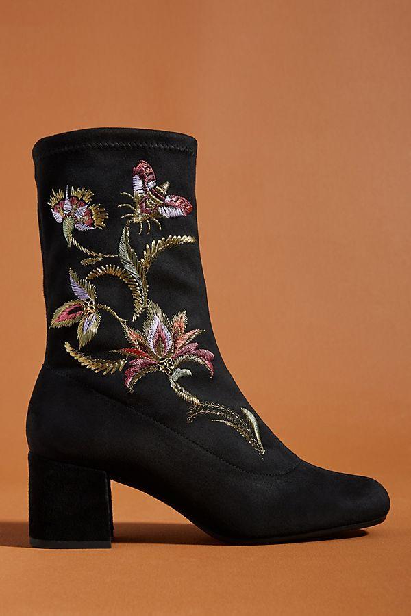 Ботинки с вышивкой
