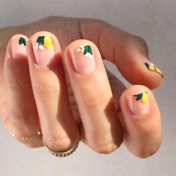 Красивый весенний маникюр на короткие ногти