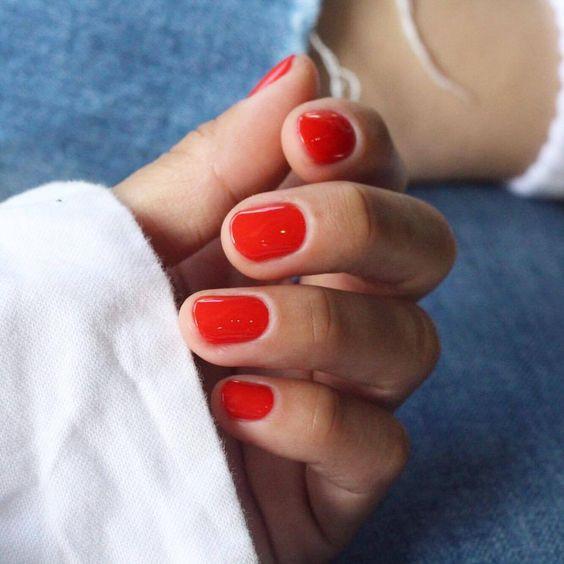 Красный маникюр весна 2019 на короткие ногти