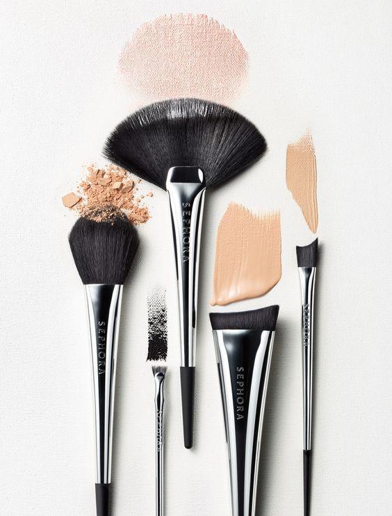 кисти для макияжа и тональная основа