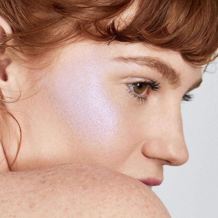 Как повторить лиловый макияж
