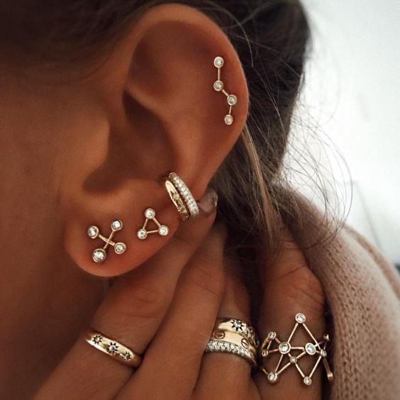 сережки созвездия в ухе