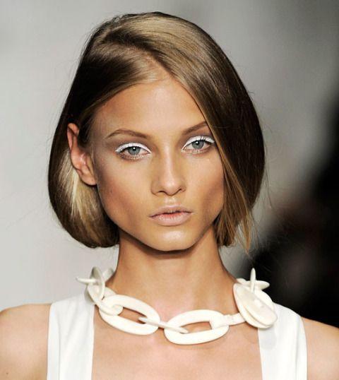 макияж с белыми стрелками