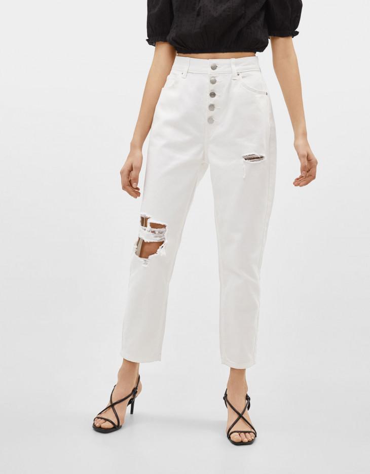 Белые рваные джинсы Bershka