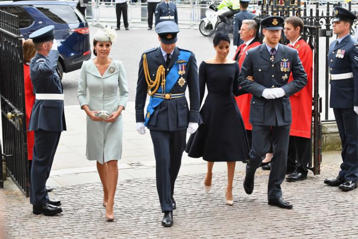 герцогини в платьях