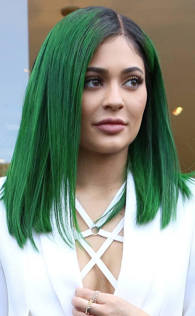 Кайли Дженнер зеленые волосы