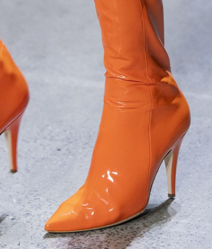 Коралловая обувь
