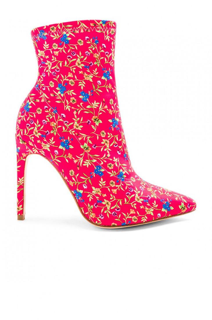 Неоновые розовые ботинки