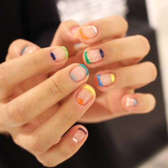 разноцветный французский маникюр