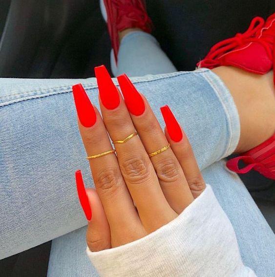 красные ногти балерина