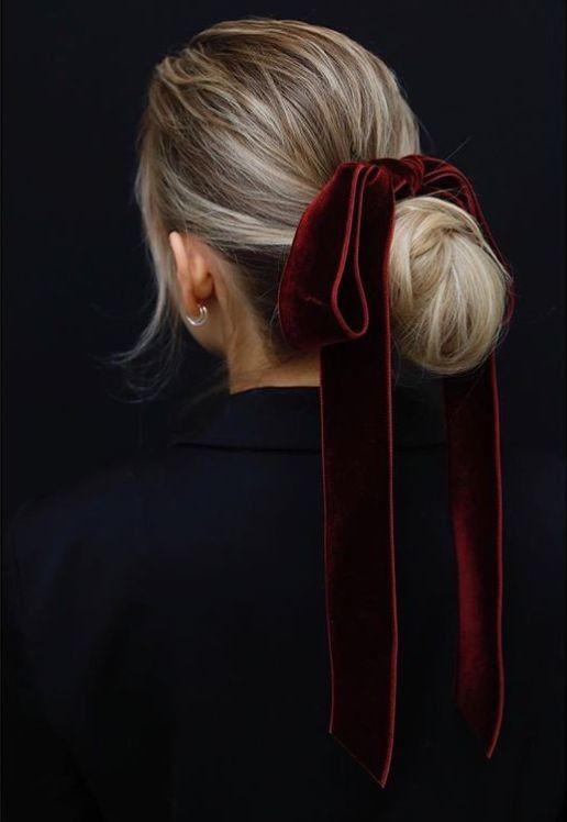 бархатная лента в волосах