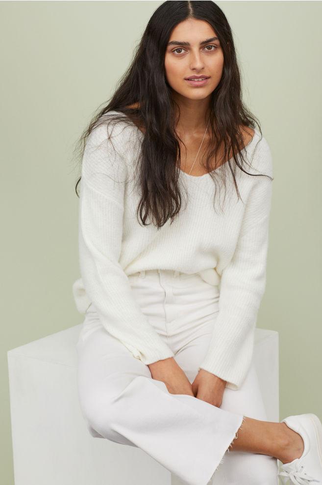 Модные белые джинсы