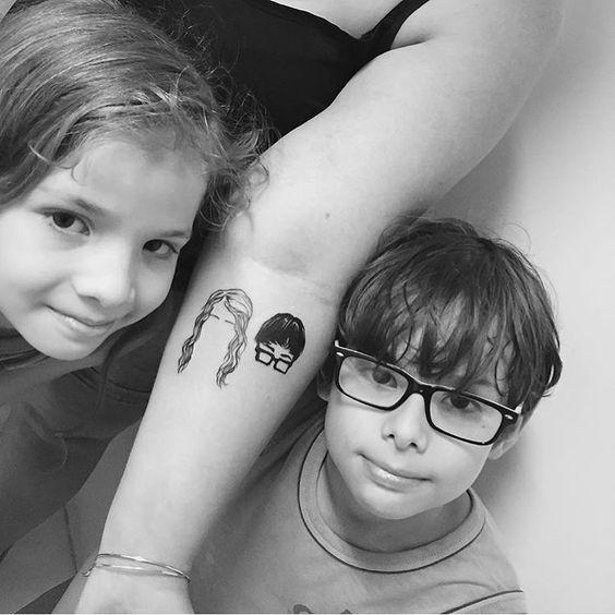 Татуировка для девушек с изображением детей