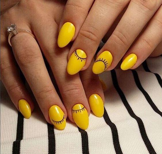 Желто-черный лунный маникюр