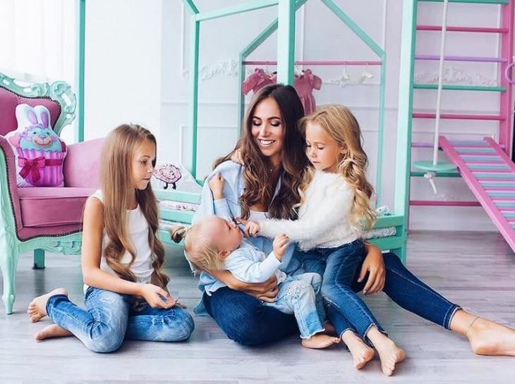 Марина Левицкая с дочерьми