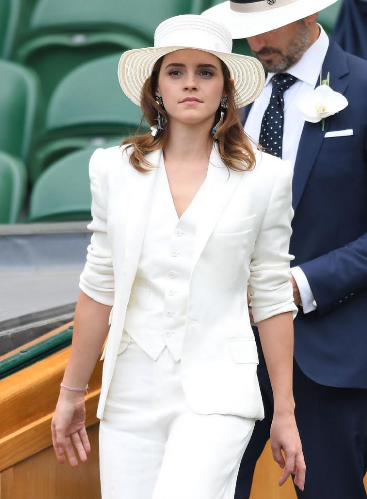 Эмма Уотсон в стильном костюме