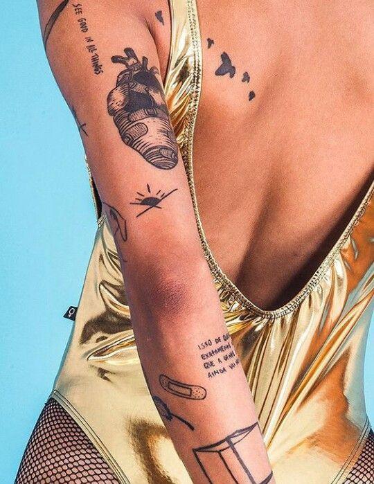 Несколько татуировок для девушек на руке