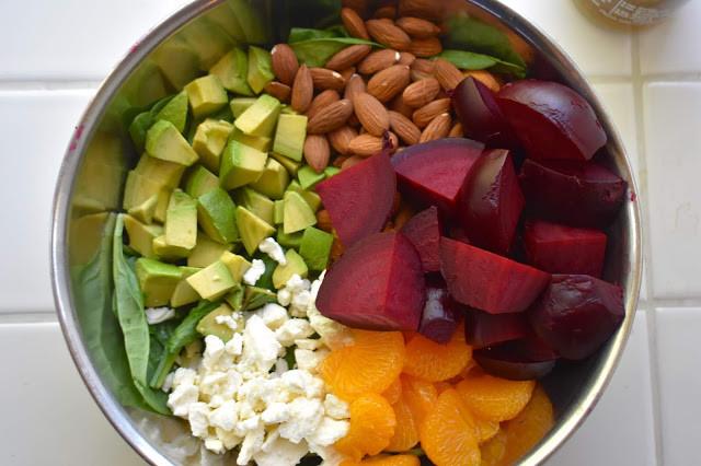 салат со шпинатом и свеклой