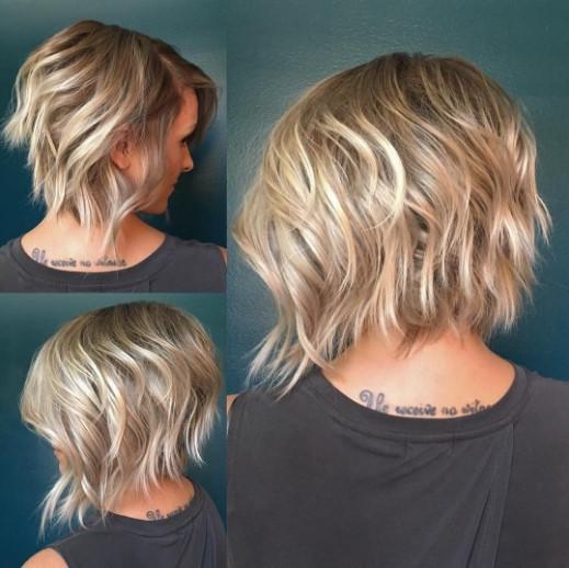 градуированный боб на светлых волосах