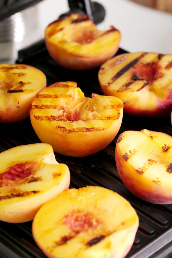 Персики на мангале