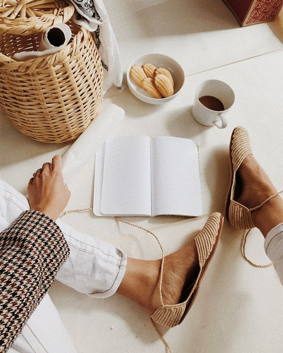 Плетеная обувь на лето