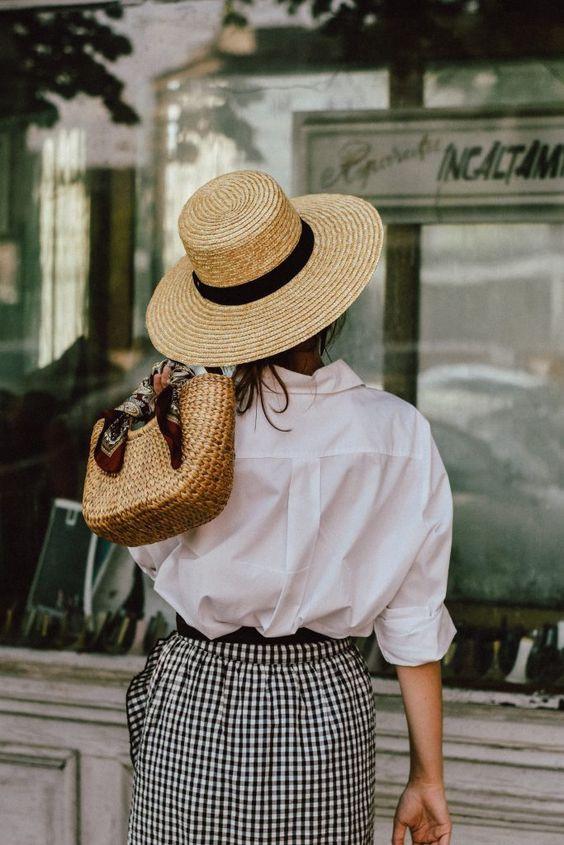 Соломенная шляпа на лето