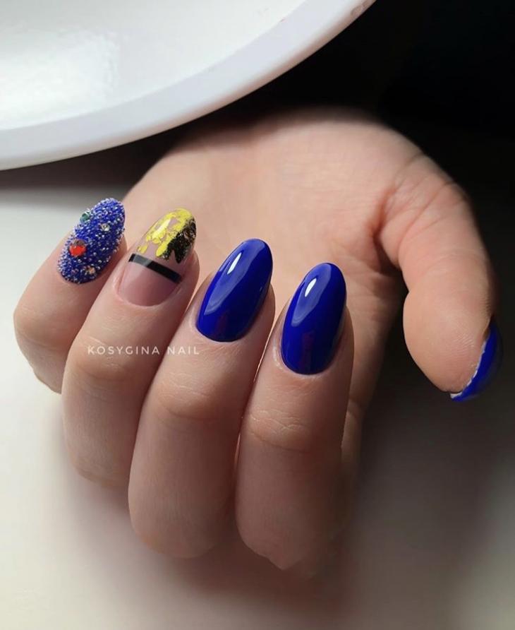 Маникюр синий с золотым