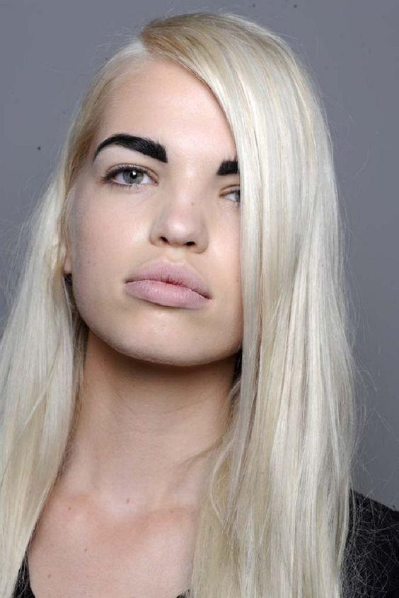 неудачный макияж бровей