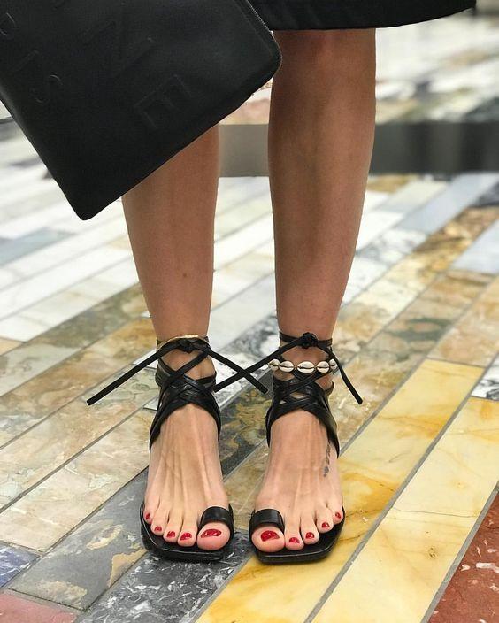 Модные босоножки 2019