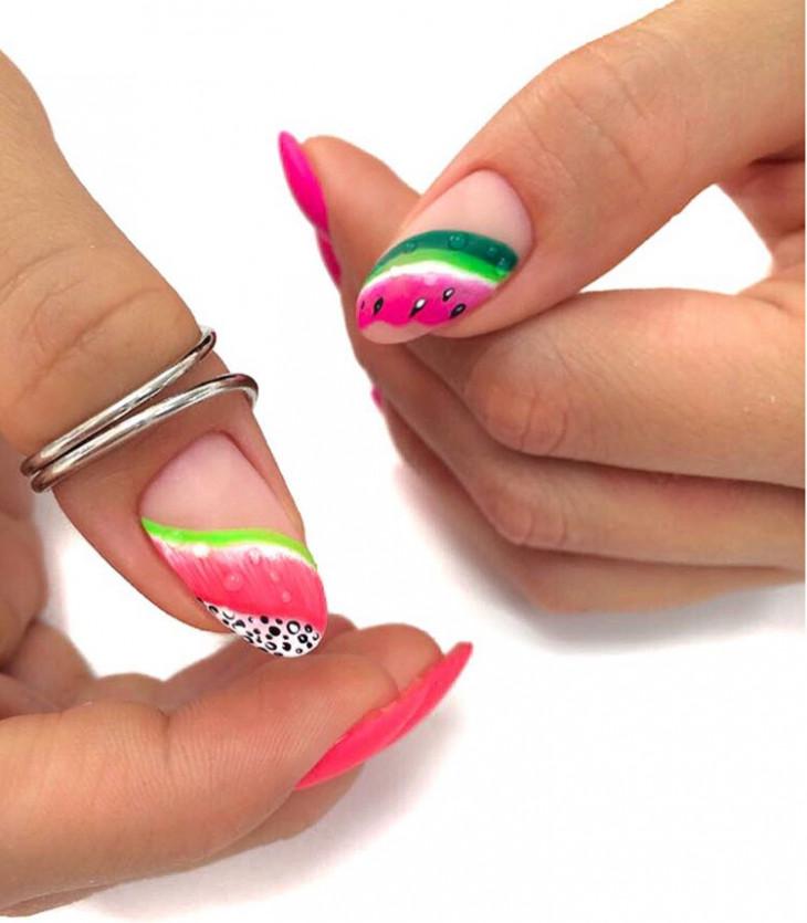 Ногти с фруктами