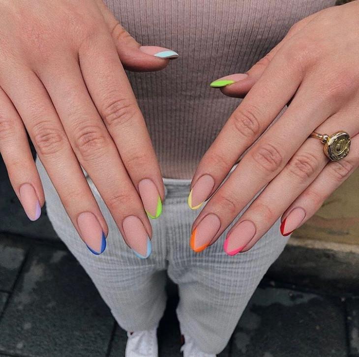 Маникюр разноцветные ногти французский маникюр