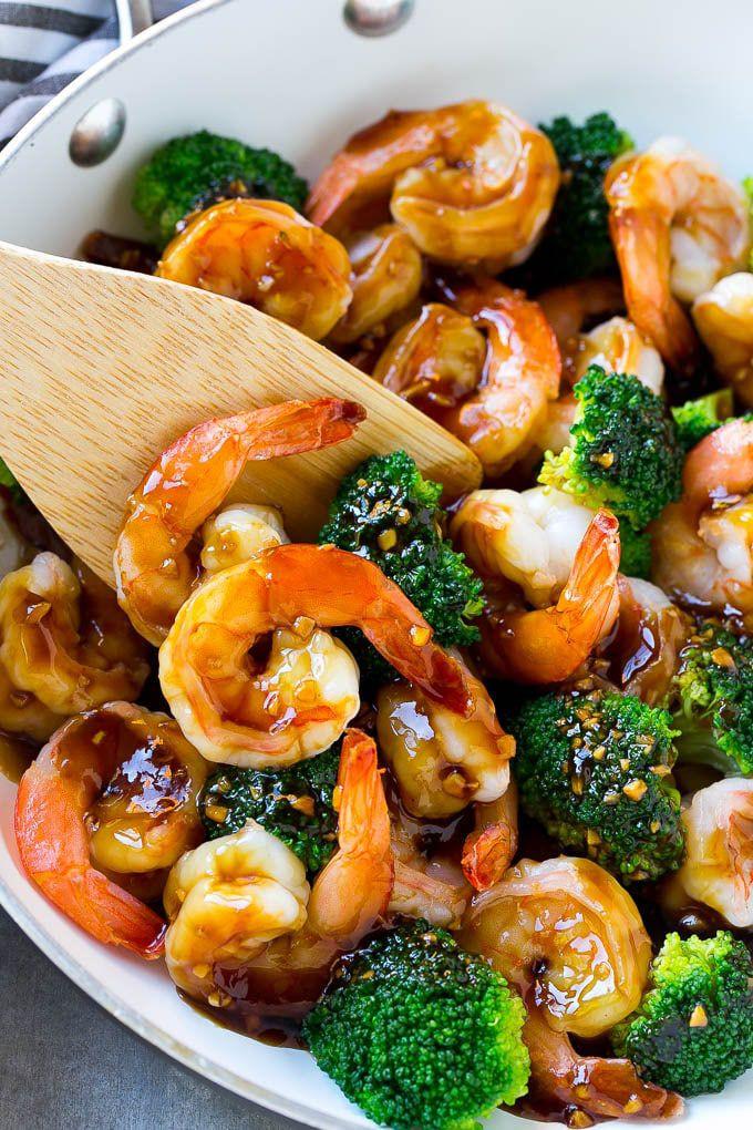 Креветки с овощами в медово-чесночном соусе