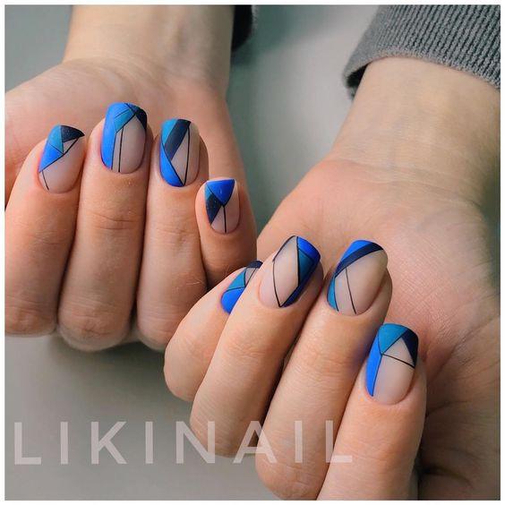 красивый синий геометрический маникюр
