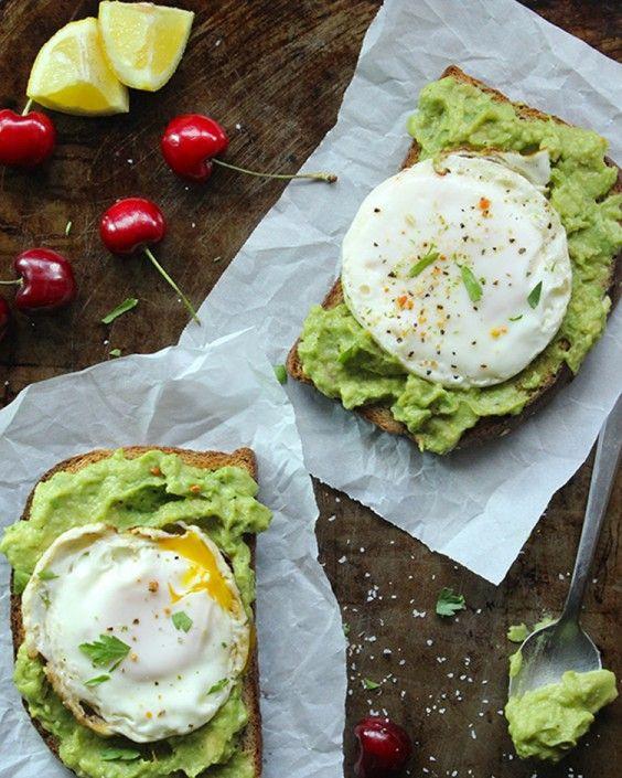 Тосты с авокадо и яйцом пашот