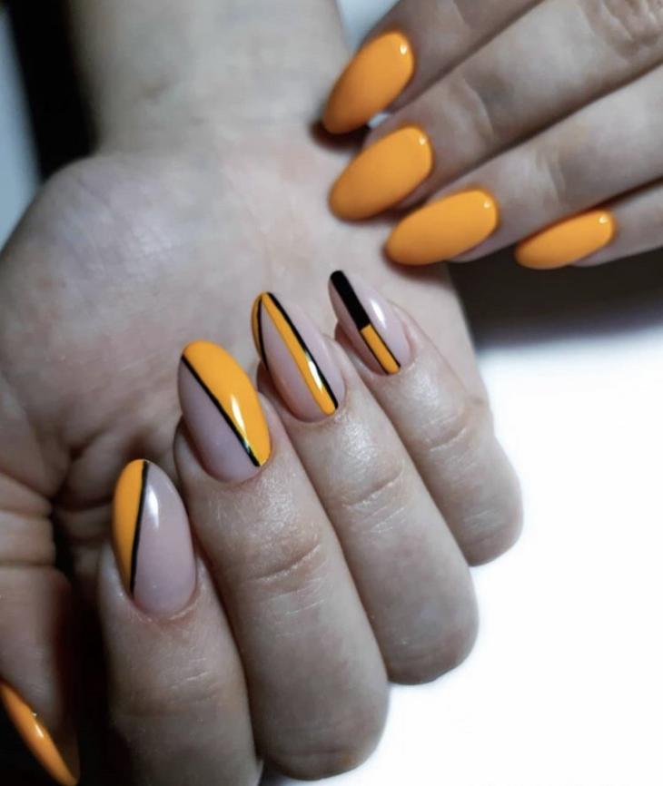 оранжевый маникюр с полосками