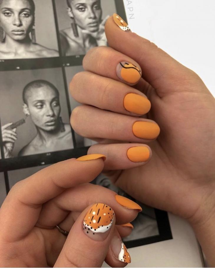 красивый оранжевый маникюр