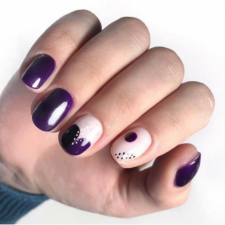 Фиолетовый маникюр абстракция