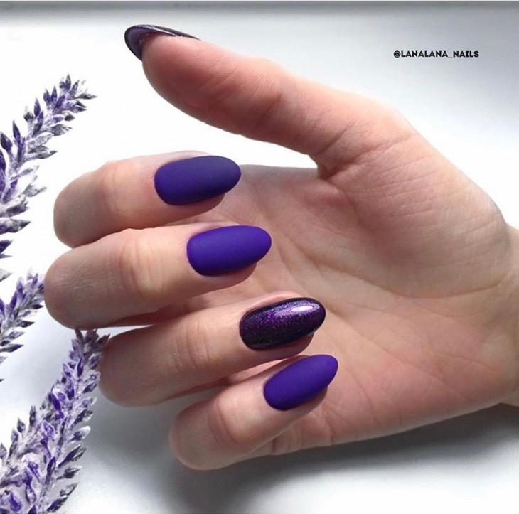 матовый маникюр фиолетового цвета