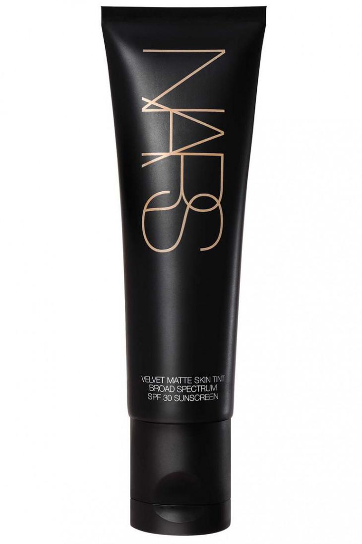 Velvet Matte Skin Tint Broad Spectrum SPF 30 от Nars