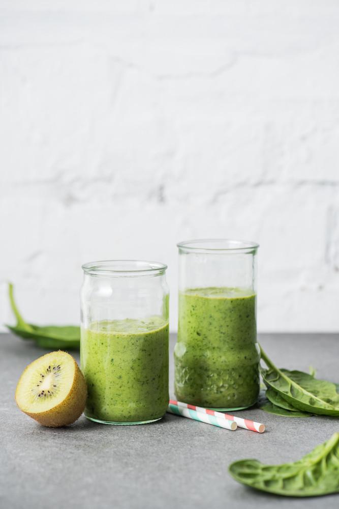 Смузи с киви и авокадо