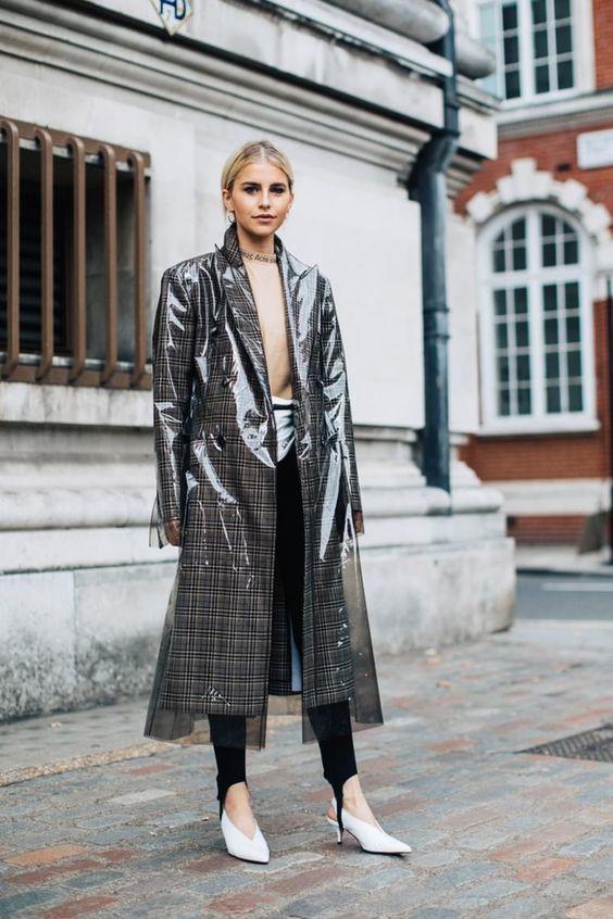 Модный прозрачный плащ